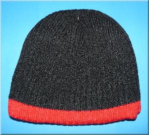 Strickmütze schwarz-rot